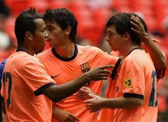 Los jugadores del Bar�a celebran un gol