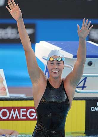 Federica Pellegrini celebra el oro y el récord del mundo.