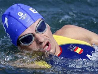 Ivan Raña, nadando.