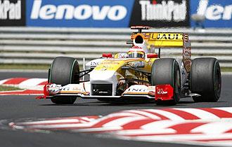 Alonso traza una curva en Hungaroring