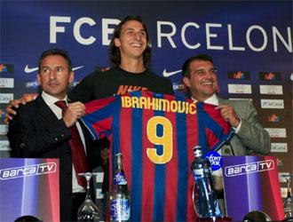 Begiristain, junto a Ibrahimovic y Laporta en la presentación del sueco.