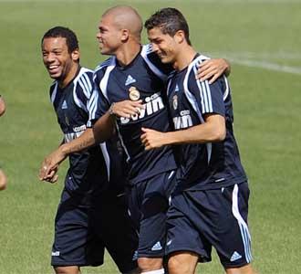 Pepe, junto a Cristiano Ronaldo y Marcelo, en un entrenamiento de pretemporada en la Ciudad Deportivas de Valdebebas con el Real Madrid