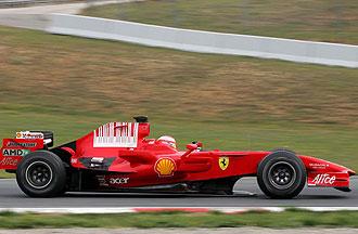 Michael Schumacher probando el F2008