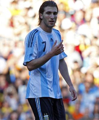Higua�n en un amistoso con la selecci�n argentina.