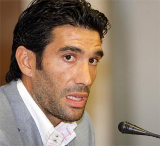 Fernando Sanz, presidente del M�laga, en una rueda de prensa