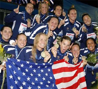 Las jugadoras estadounidenses celebran la medalla de oro
