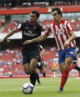 Jurado pugna por un balón con Ceara durante el partido de la Emirates Cup