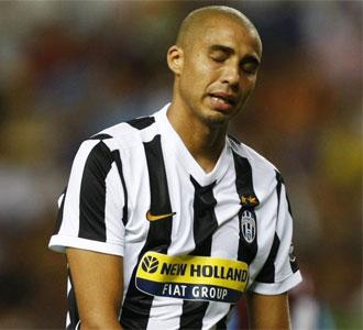 David Trezeguet se lamenta tras una ocasión fallada en el partido que enfrentó el domingo a la Juventus contra el Aston Villa en la final de la 'Peace Cup'