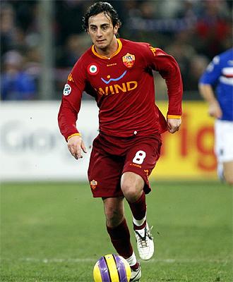 Aquilani, durante un partido con la Roma