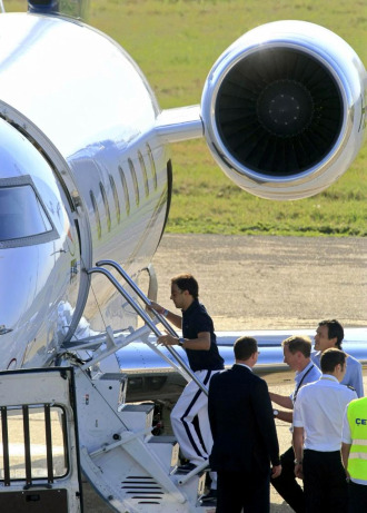 Massa, subiendo al avión privado que le llevaba a Brasil.