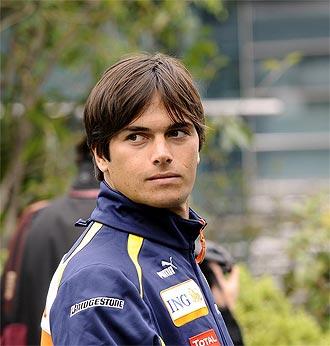 Nelsinho Piquet, en un Gran Premio, defendiendo los colores de Renault.