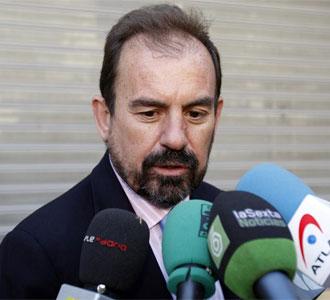 Ángel Torres atiende a los medios de comunicación después de la rueda de prensa de este miércoles
