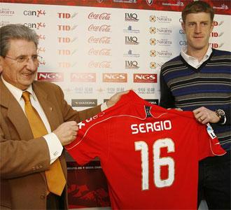 Sergio Fern�ndez, en su presentaci�n como nuevo jugador del Osasuna