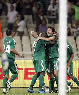 Los jugadores del Panathinaikos celebran uno de los goles frente al Sparta.