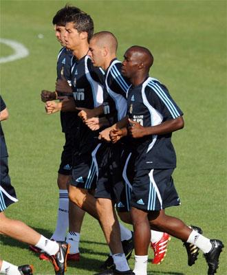 La plantilla del Madrid espera a Xabi Alonso.