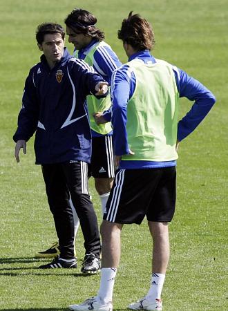 Pavón y Ayala junto a Marcelino en un entrenamiento con el Zaragoza