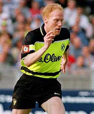 Matthias Sammer, durante un partido con el Dortmund, en una imagen de archivo