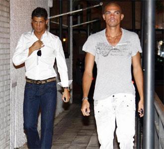 Cristiano Ronaldo y Pepe, llegando a la fiesta de despedida de M�chel Salgado del club madridista