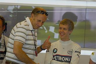 Helmut Marko, junto a Sebastian Vettel, en el día del debut de éste en el GP de EE.UU. de 2007 en Indianápolis.