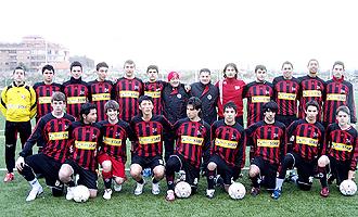 Los jugadores del AC Milan Academy posan antes del comienzo de un encuentro