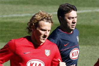 Forlán y Abel durante un entrenamiento.