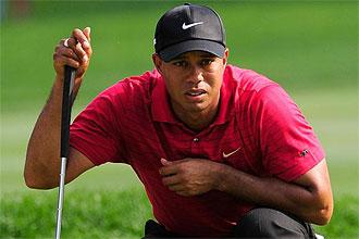 Tiger Woods, pensativo antes de un golpe