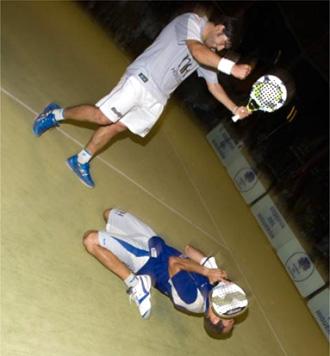 Nerone y Guti�rrez tras ganar la gran fina a D�az-Belastegu�n en un partido hist�rico.
