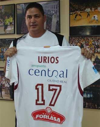 Urios, con su camiseta con el 17