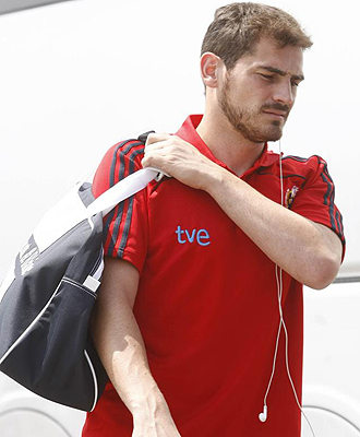 Iker Casillas, a la llegada de la selección a Macedonia.