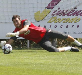 Roberto, en un entrenamiento con el Atl�tico de Madrid.
