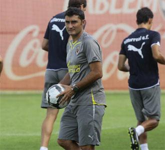 Ernesto Valverde, en un entrenamiento con el Villarreal