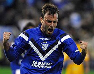 Mariano Esteban Uglessich celebra uno de los 16 goles que marcó en su etapa con Vélez Sarsfield