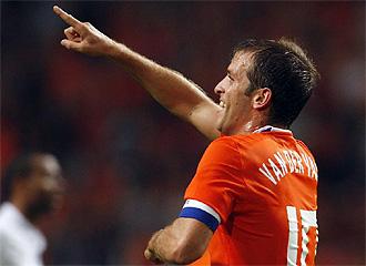 Van der Vaart celebra un gol con Holanda.