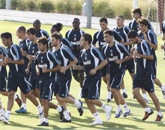Los jugadores del Real Madrid en pleno entrenamiento.