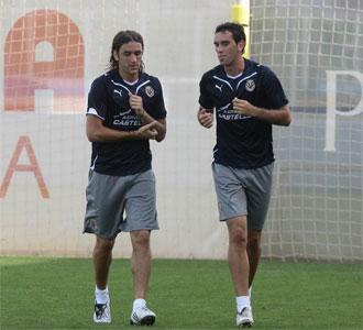 Gonzalo Rodr�guez, junto a God�n, en un entrenamiento de pretemporada con el Villarreal