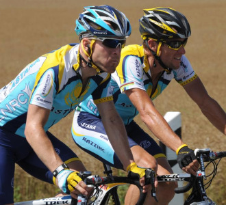 Leipheimer y Armstrong seguirán corriendo juntos.