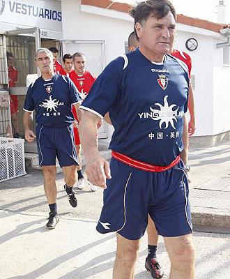 Camacho antes de un entrenamiento con Osasuna.