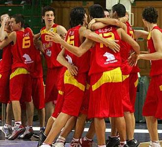 Los jugadores celebran su triunfo en Lituania.