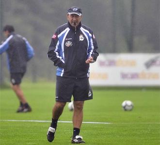 Miguel �ngel Lotina, en un entrenamiento con el Deportivo durante esta pretemporada