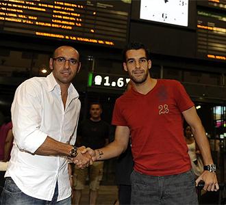 Negredo junto a Monchi a su llegada a Sevilla.