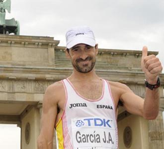 García Bragado ante la Puerta de Brandemburgo