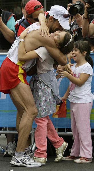 García Bragado celebró la medalla con sus hijas