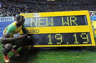 Usain Bolt tras lograr el récord del mundo de los 200 metros