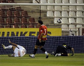 Merino marca un gol para el Albacete ante el Mallorca.