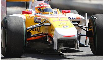 Fernando Alonso durante la segunda sesi�n de entrenamientos libres