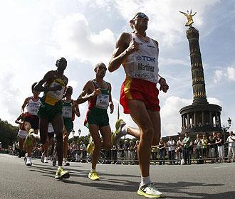 Chema Martínez durante el maratón