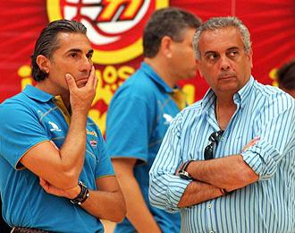 Sáez con Scariolo durante un entrenamiento de la selección española
