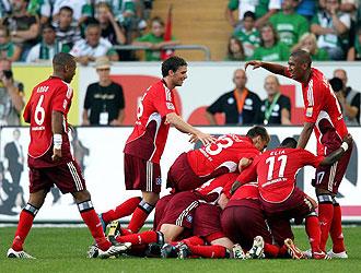 Los jugadores del Hamburgo celebran el último tanto de Castelen.
