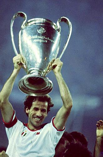 Franco Baresi levantando la Copa de Europa
