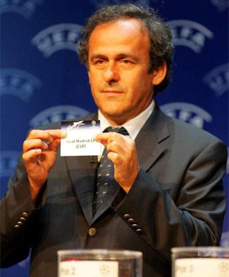 Platini sostiene la papeleta del Real Madrid.